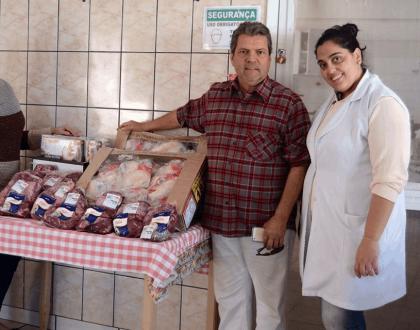 Faixa Branca doa 250 quilos de alimentos para a entidade de Assis