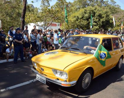 Faixa Branca Clube do Carro Antigo confirma presença no Desfile d